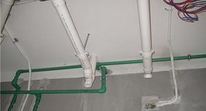 装修中水管走上面和走下面有什么区别?