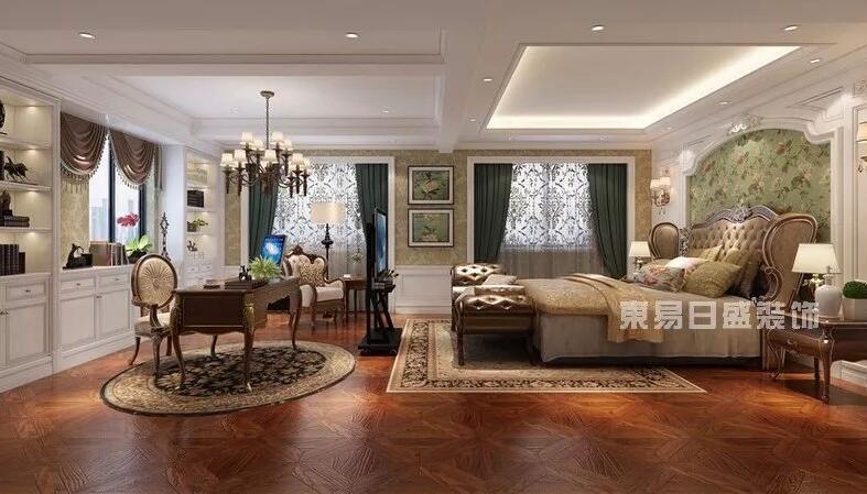 别墅设计效果体现的是高贵奢华、大气优雅的特质,在这里展现给大家都装饰效果风格是欧式休闲,欧式休闲体现了欧式人文优雅的生活姿态。齐来行赏由佛山东易日盛设计师问利锋设计的别墅欧式休闲风作品: 佛山别墅设计欧式休闲装饰效果图 客厅 欧式休闲风格是对传统的简化,深色系实木家具与深绿色窗帘表现空间的沉稳,不规则曲线吊顶与地面波打线的装饰更能表达欧式风格的奢华与强烈的动感,米黄色整体柜子与家具上金色的的装饰配件体现了欧式风格。