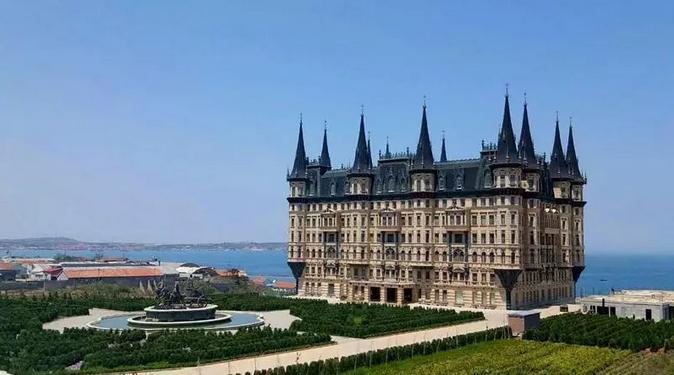 文成城堡远景图