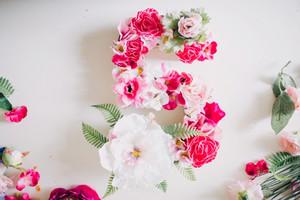 手工字母花卉人人爱 让墙面从此与众不同