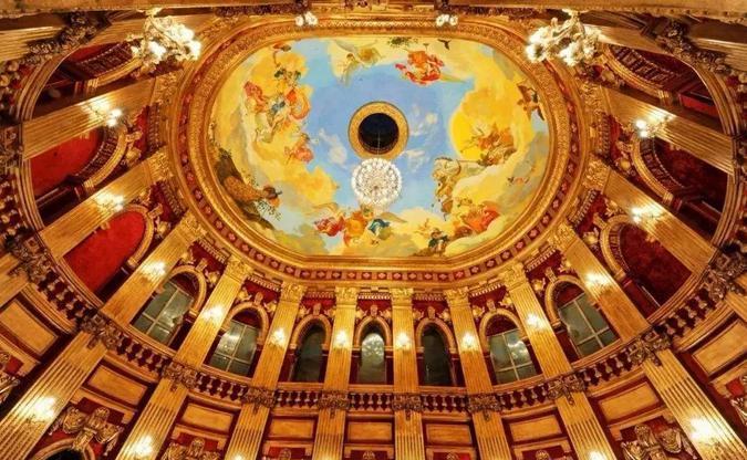 文成城堡室内大厅顶部画作