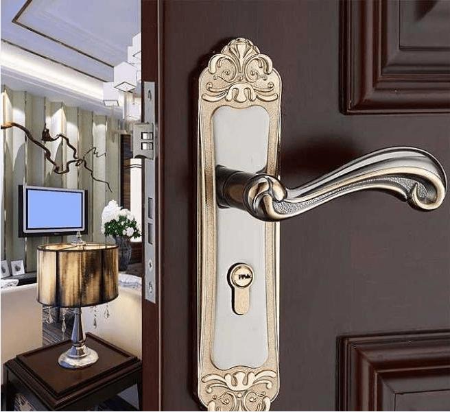 家居怎样安装门锁?