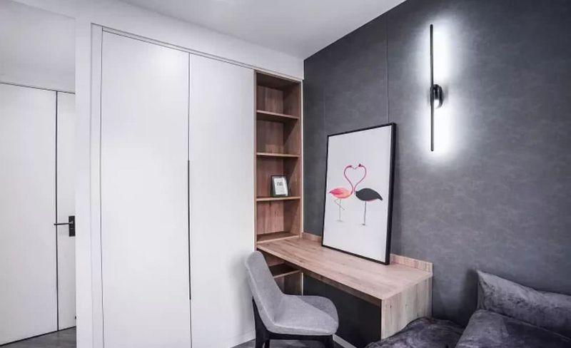 房子装修设计小编建议大家可以试试在衣柜中间留空一排做开放式的搁架
