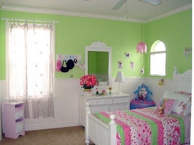 淡粉色与浅绿色搭配出的卧室装修效果图