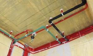 家庭装修水电施工水管走顶还是走地区别很大