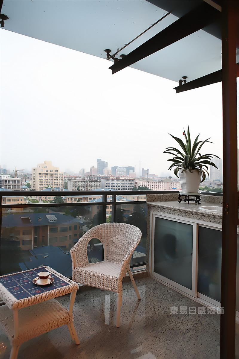 可以喝茶聊天的外露阳台装修效果图