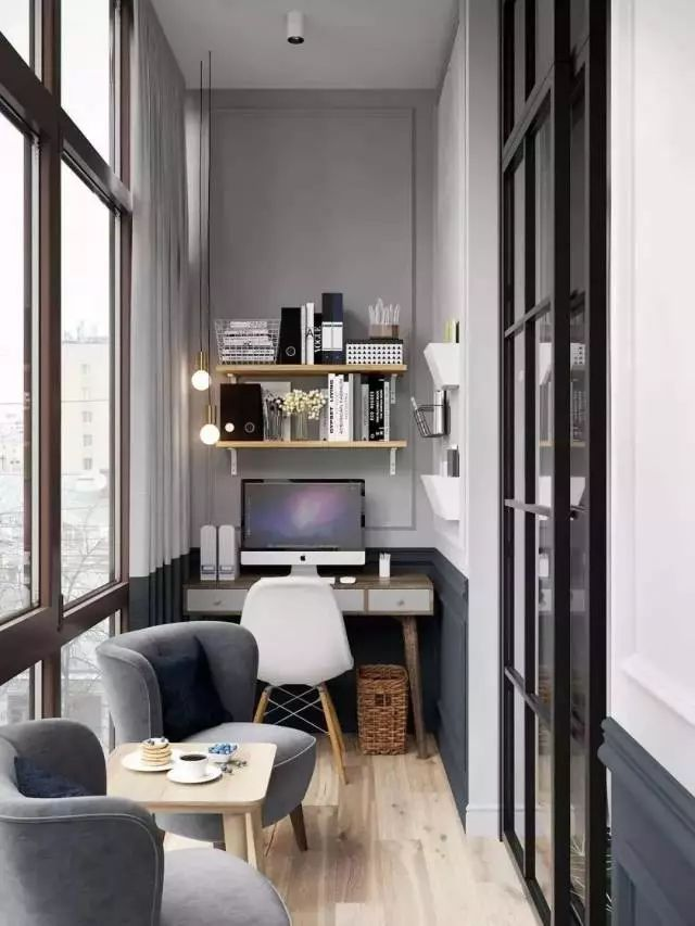 攻略二:巧借阳台,挤出书房 将阳台改造成书房,设计以功能性为主