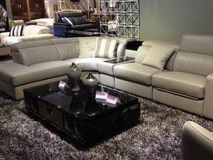 选择哪种颜色的皮质沙发会更协调