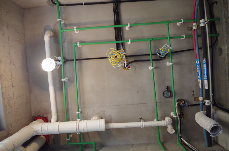 水电改造前,橱柜设计师应上门进行第一次测量,帮你确定好电源,水路的