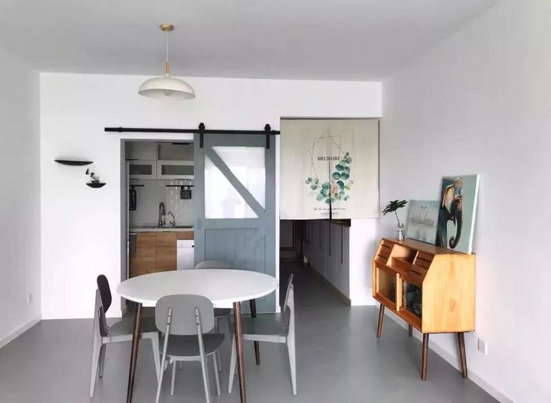 面积比较小的户型,可以考虑把玄关,餐厅和厨房都做成开放式的,再加上