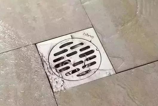 卫生间地漏错位铺贴