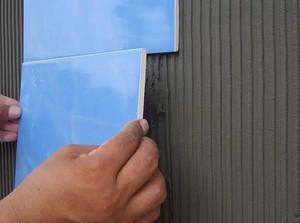 看了东易日盛瓷砖薄贴法施工,才知道那些装修公司的传统方法多落后