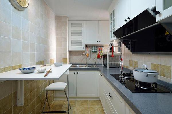 厨房水管是入墙好还是走明管好? 佛山东易日盛为您介绍:水电可是装修中的一项隐蔽工程,对于厨房水管是入墙好还是走明管好,飞墨君就这个问题想告诉大家厨房水管基本上都是入墙的,下面详细介绍一下: 厨房水管安装前准备: 1、进水应设有室内总阀,安装前必须检查水管及连接配件是否有破损、砂眼、裂纹等现象。  2、安装厨、卫管道时,管道在出墙的尺寸应考虑到墙砖贴好后的最后尺寸,即预先考虑墙砖的厚度。 3、墙体内、地面下,尽可能少用或不用连接配件,以减少渗漏隐患点。连接配件的安装要保证牢固、无渗漏。  4、设计水管时应考
