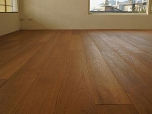 家庭地面装修中常见的实木地板材质种类有哪些?