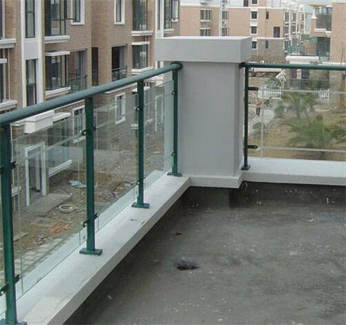 阳台护栏装如何规范安装