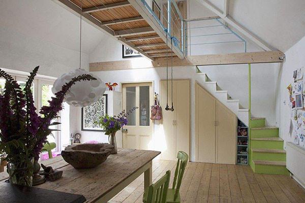 客厅有楼梯设计效果图 客厅有楼梯如何装修好看
