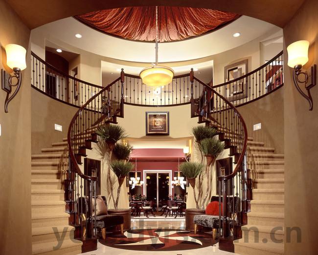 大家都知道,别墅都是有楼梯的,装修别墅装修中,楼梯的装修时占据了很大比重的,需要我们加倍重视。楼梯的基础功能是连接房屋上下楼层的途径,除了基础的功能性,它还要注意一些外观的设计,装修的得好,会是整个空间的一道风景;装的不好,便会成为装修的败笔。别墅楼梯的装修就是一些细节的处理问题,那么别墅楼梯装修要点是什么?