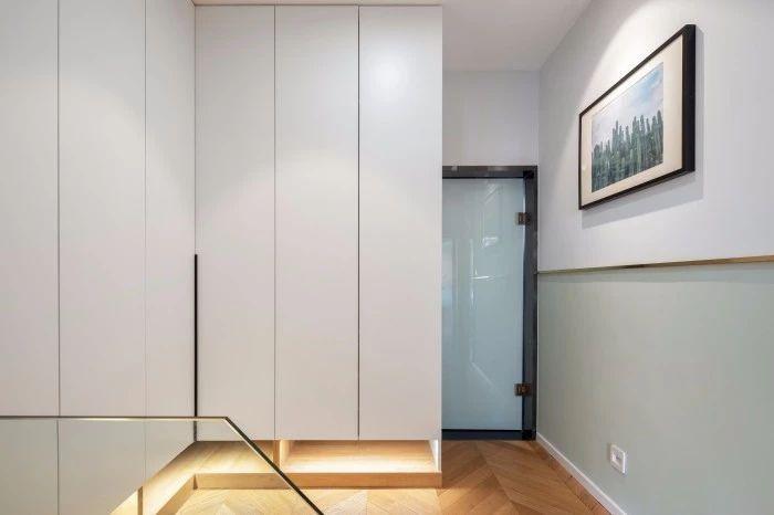 柜门无拉手设计