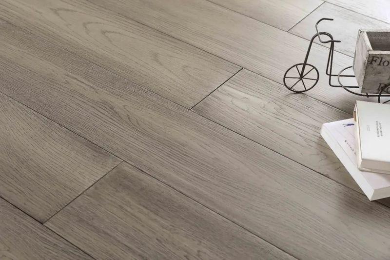 地板的清洁与护理